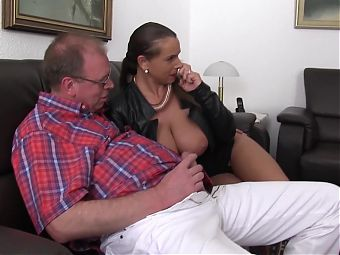 xxxOmas - Polish Sexy Susi in German threesome